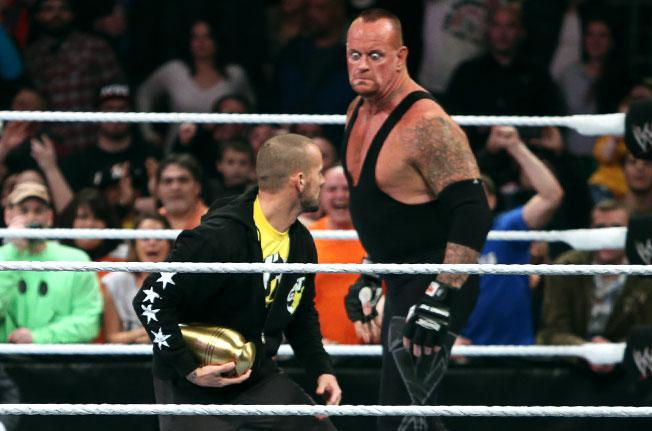 undertaker-gets-set-to-attack-cm-punk-on-raw-1473332